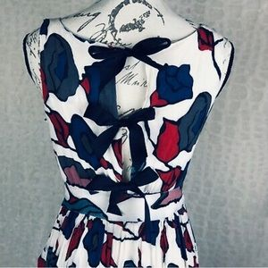Blue and Red Floral Tie-back Dress 💙❤️